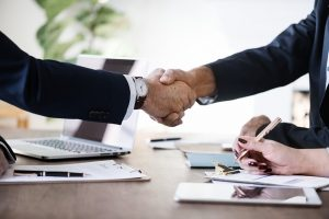 plan a coast-to-coast move - Two men shaking hands